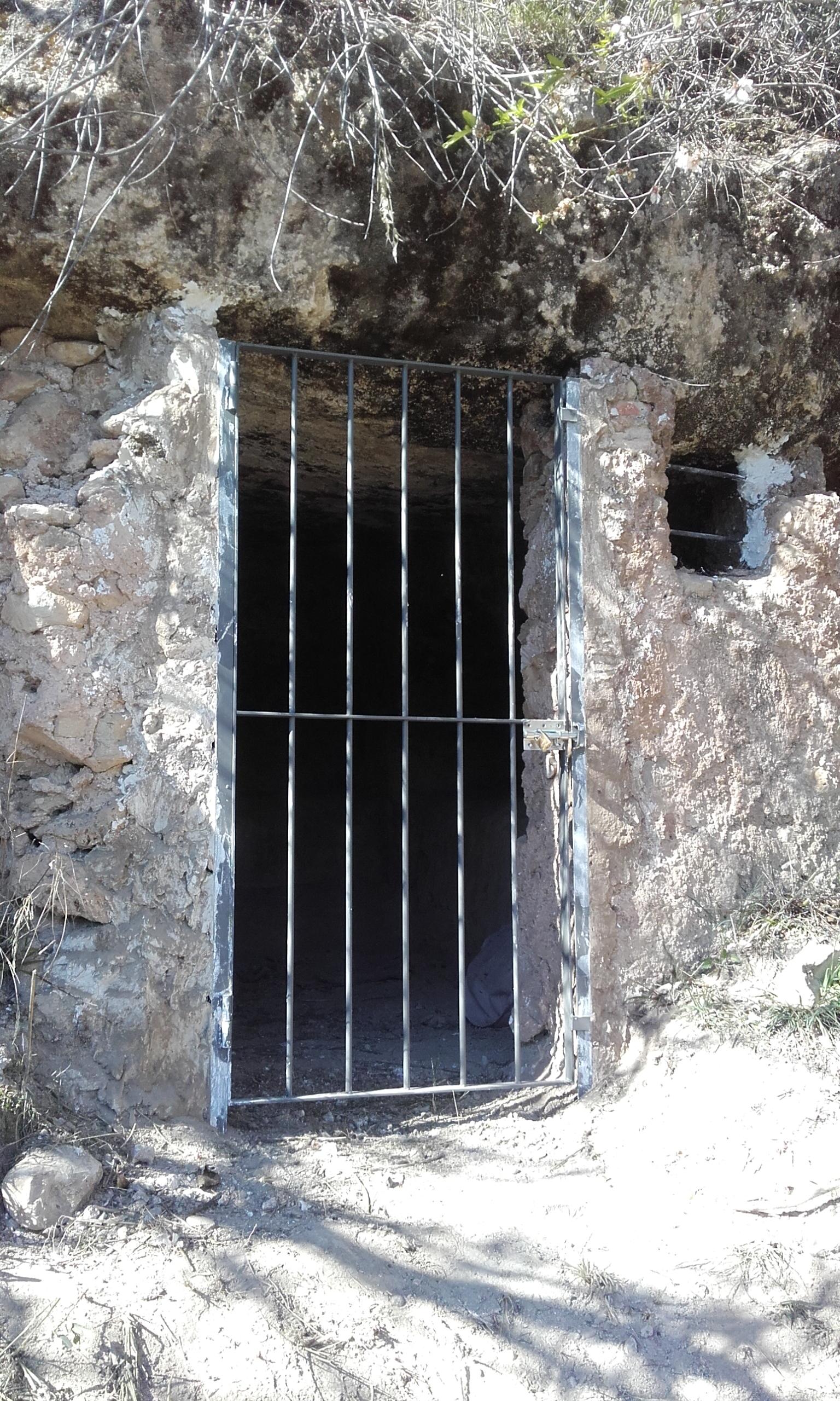 hipogeo-puerta